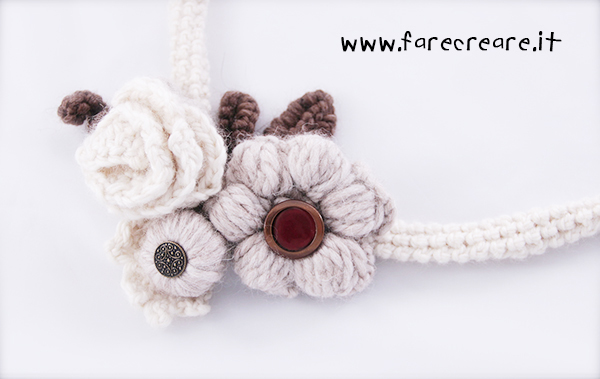 collana-uncinetto-fiori-bianchi