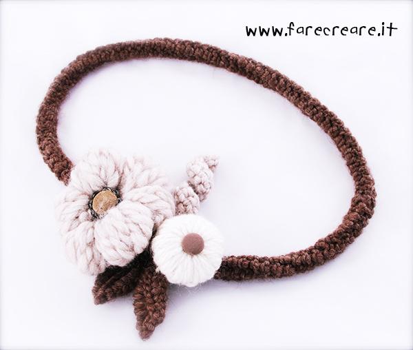 collana-uncinetto-fiori-marrone
