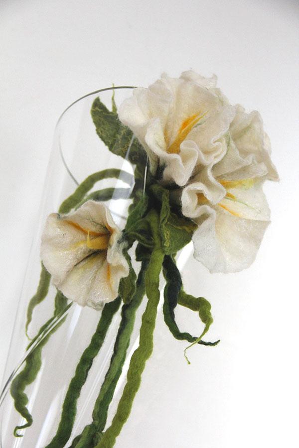 fiore in lana infeltrita dettaglio
