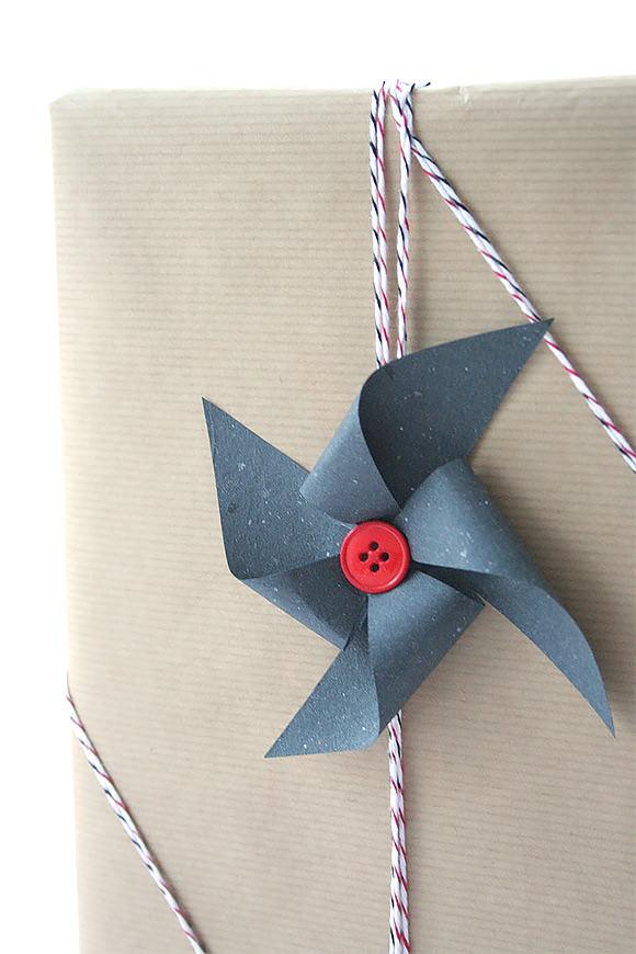 fare pacchi regalo originali carta e bottoni
