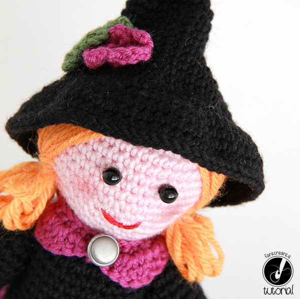 strega a uncinetto halloween