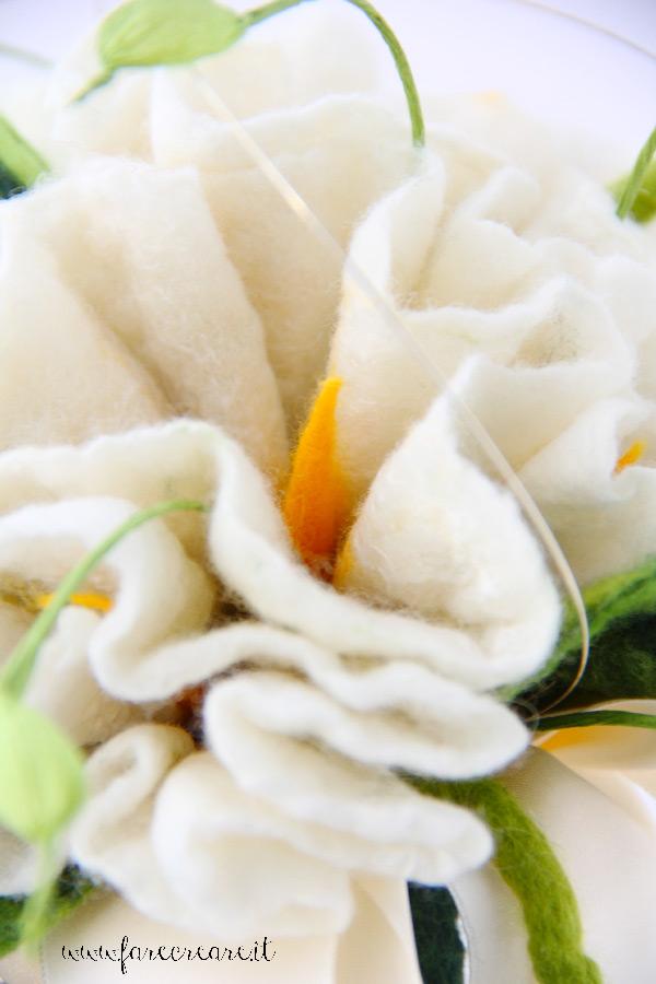 Bouquet sposa feltro bianco dettaglio.