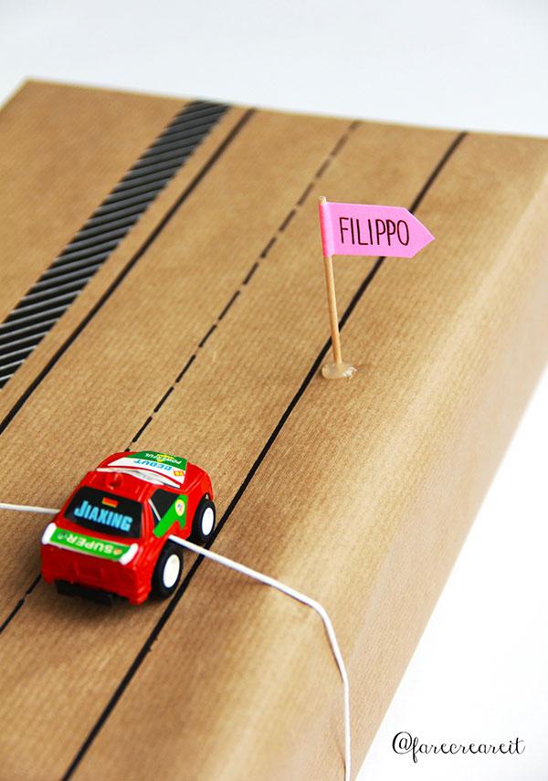 pacco regalo per bambino con macchinetta originale