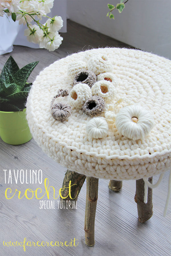 Immagine di tavolino in lana a crochet speciale tutorial.