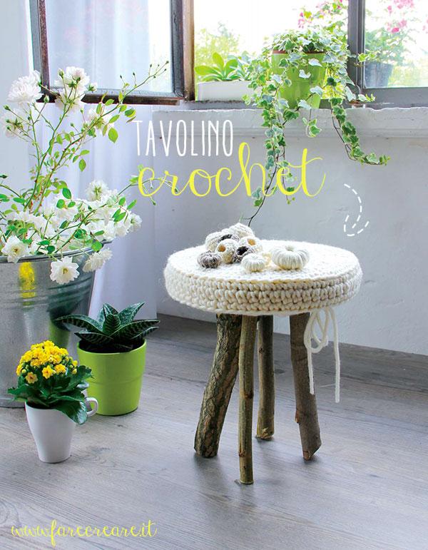 immagine di tavolino a crochet gambe in legno.