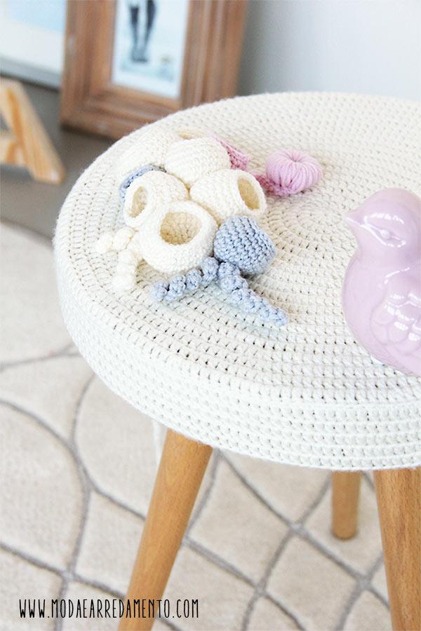 immagine del piano del tavolino a uncinetto per il giveaway del blog modaearredamento.