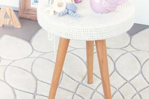 immagine del tavolino a uncinetto per il giveaway del blog modaearredamento.