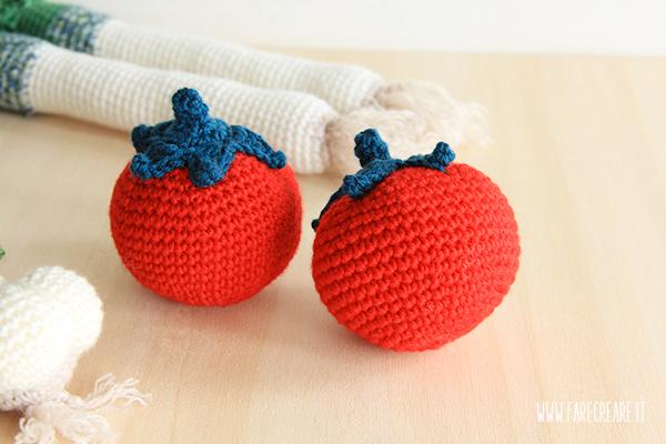 Schema per pomodori a crochet.