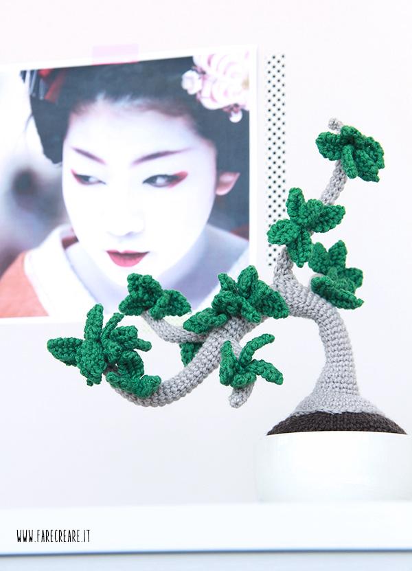 Bonsai a crochet amigurumi.