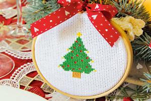 Punto croce albero Natale - www.farecreare.it