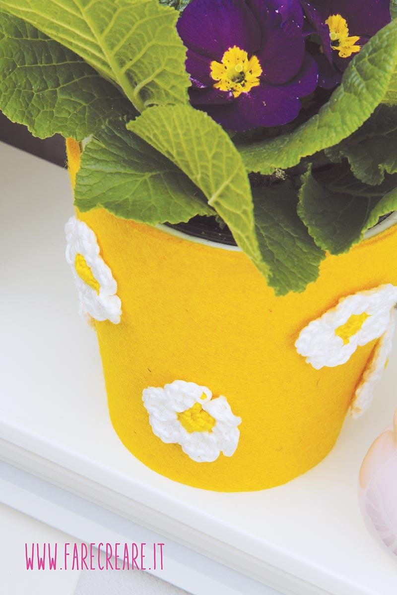 Sottovaso di primavera giallo fai da te.