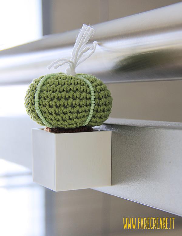 Vaso magnetico plastica per piante grasse.