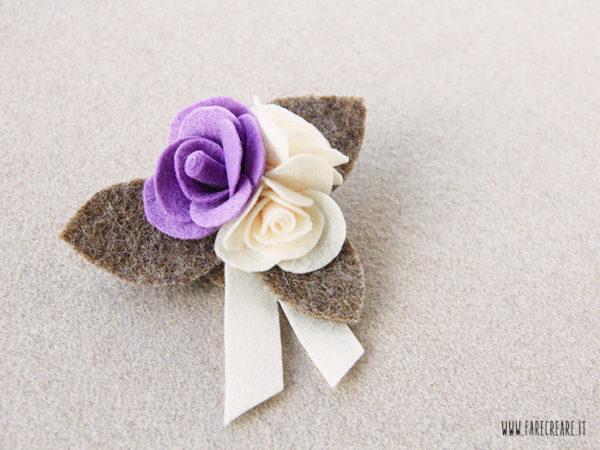 Spilla con rose in pannolenci e feltro lilla.