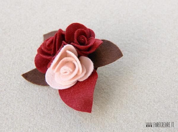700-spilla-rose-pannolenci-bordo-classico-regalo-natale-1
