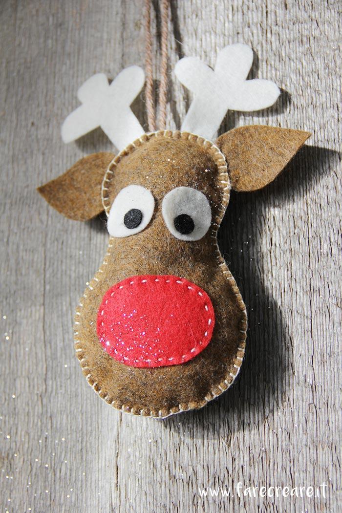 Renna da appendere in panno per il Natale schema di taglio incluso nel post.