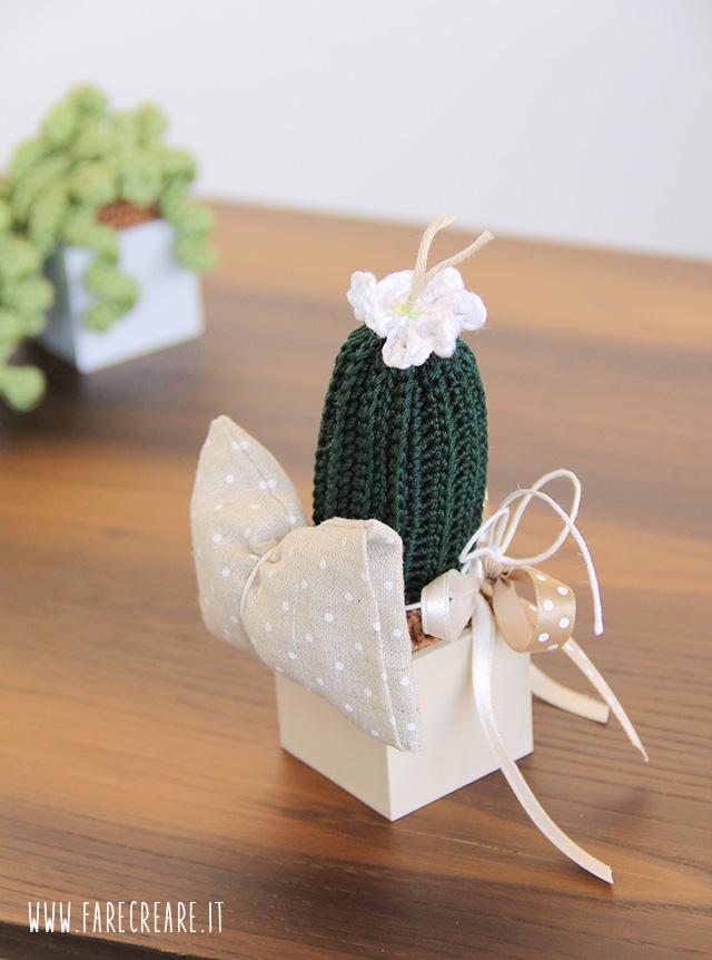 Bomboniere uncinetto piante grasse - come appendere il sacchettino dei confetti.