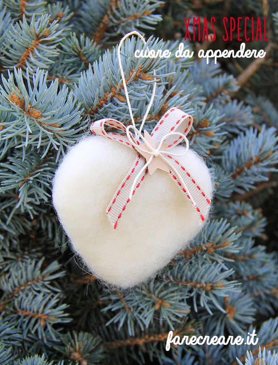 Cuore in lana cardata per Natale - colore bianco.