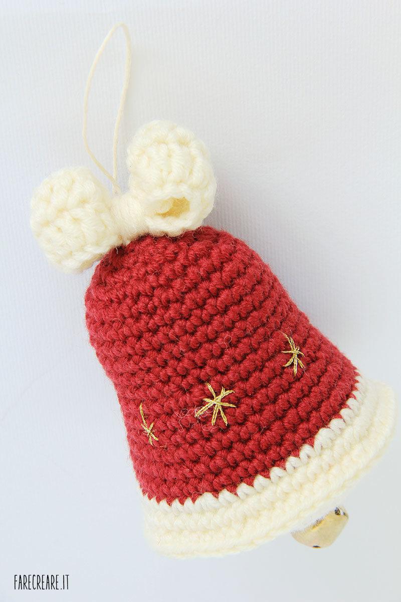 Campanellina di Babbo Natale a uncinetto, lo schema di un addobbo amigurumi