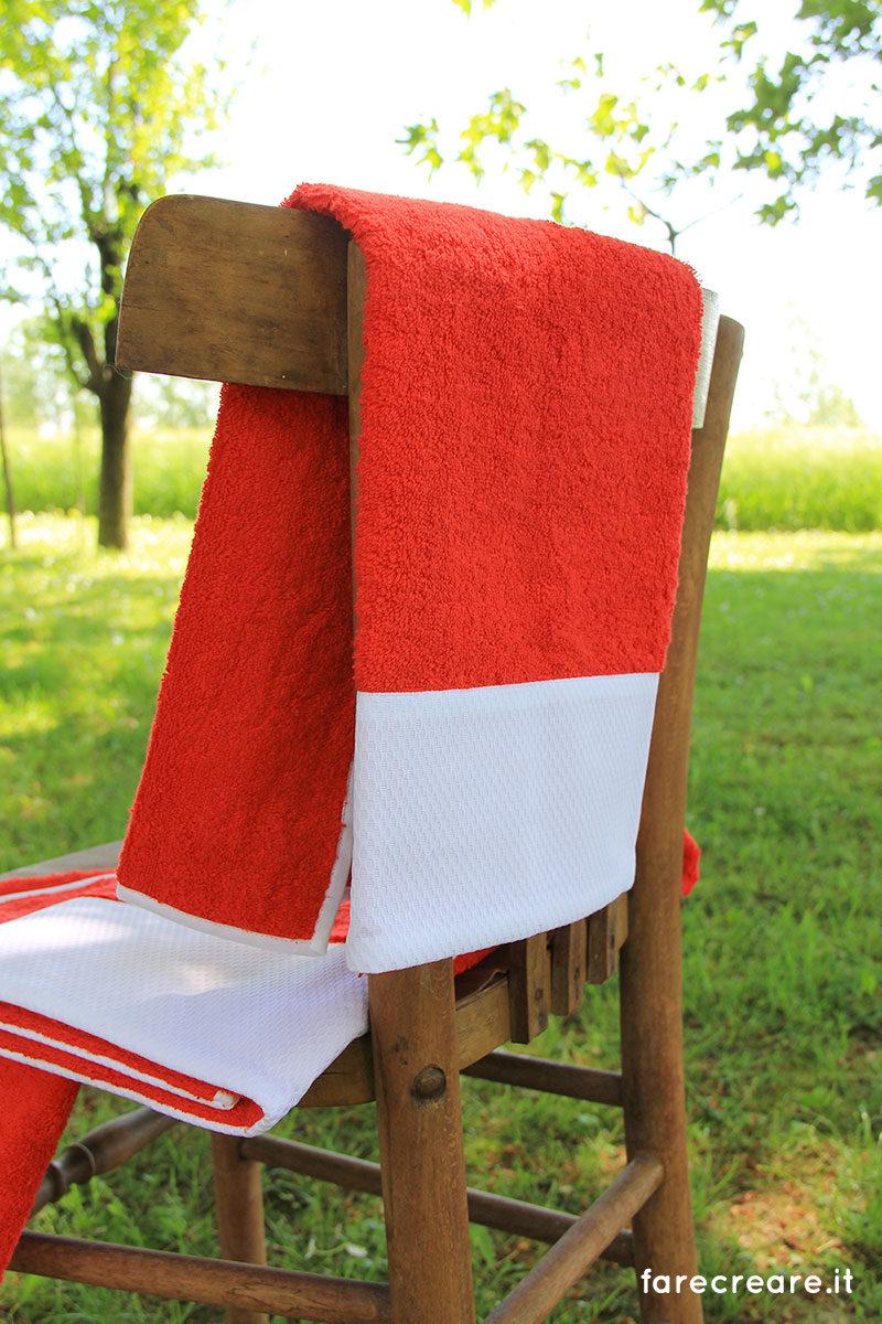 Asciugamani - colore rosso con balza di piquet cotone bianco.